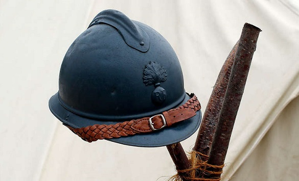 Слика од Француски шлем од 1915 година штити подобро од новите американски шлемови