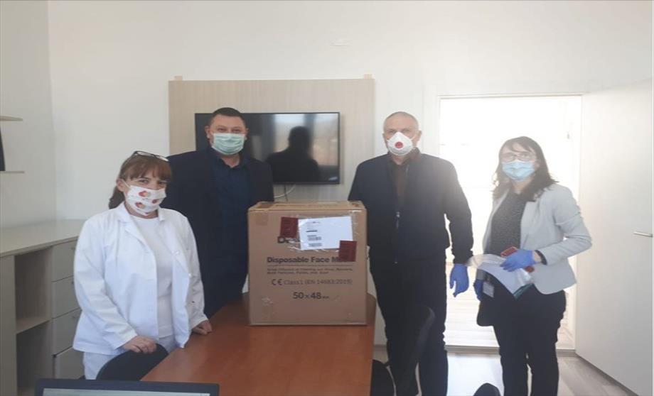 """Слика од """"Маркарт"""" донира 2.400 заштитни маски за велешкиот ЈЗУ"""" Здравен дом"""""""