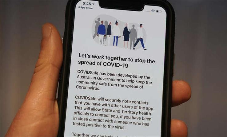 Слика од Светот разгледува два вида апликации за следење контакти