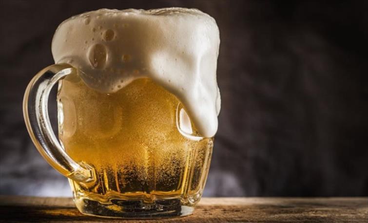 Слика од Чешка ги отвори баровите: Секое второ пиво гратис