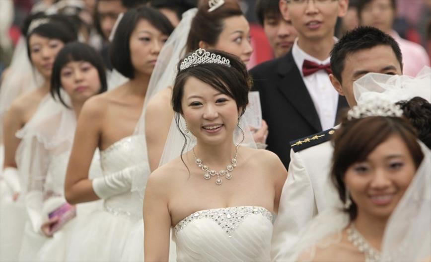"""Слика од Нов закон во Кина: Прво """"оладување на чувствата"""" а потоа развод"""