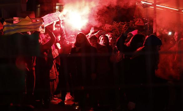 Слика од Француската Влада поделена во однос на вчерашните демонстрации во Париз