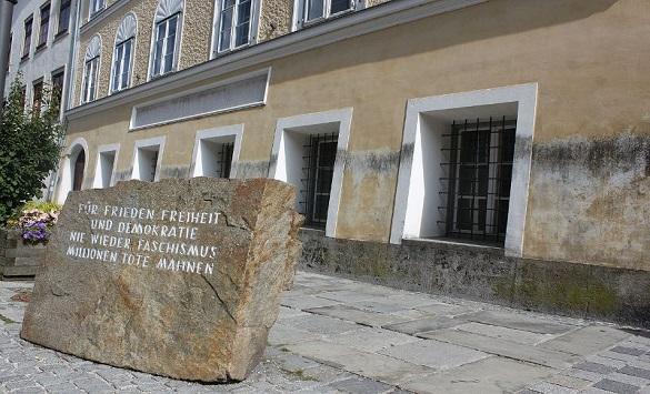 Слика од Реконструкција и пренамена на куќата на Хитлер