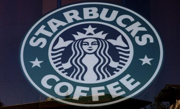 """Слика од Вработен во Старбакс во Сан Диего добил """"интернет бакшиш"""" од речиси 100.000 долари"""