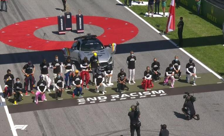 Слика од Шест пилоти од Формула 1 не клекнаа пред почетокот на трката во Австрија