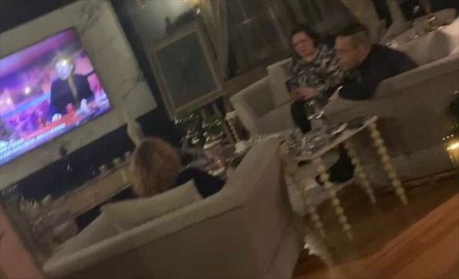 """Слика од Видео """"бомба"""": Шекеринска снимена во друштво на Катица Јанева и Боки 13 во домашна атмосфера (Видео)"""