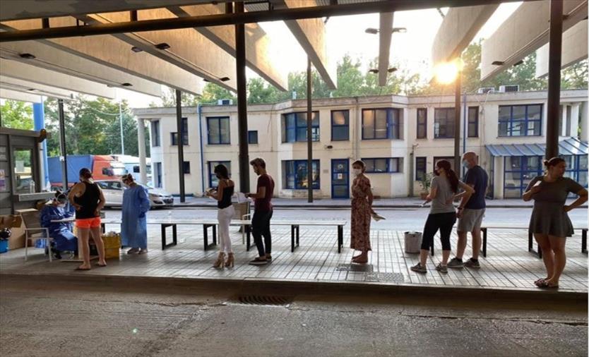 Слика од Позитивни на коронавирусот 36 туристи кои пристигнале во Грција, мнозинството од Србија