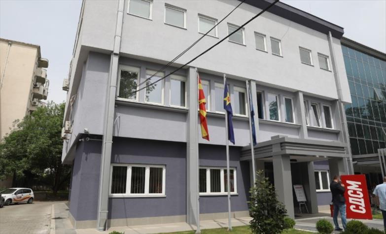 Слика од Делегација на СДСМ положи цвеќе и оддаде почит на повеќе локации низ Скопје по повод 2-ри август