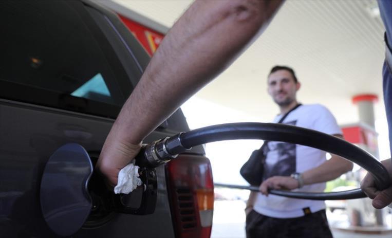 Слика од Нови цени на горивата, бензините поскапи за половина денар