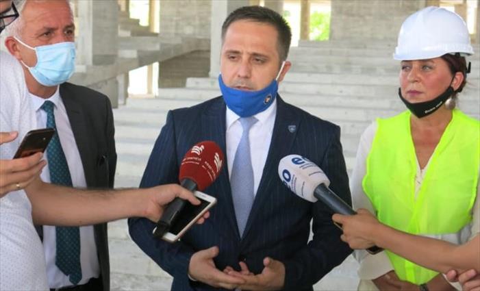 Слика од По косовскиот премиер, и неговиот заменик позитивен на Ковид-19