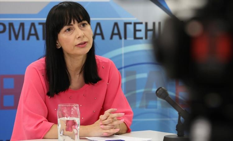 Слика од Антоновска: Бројот на жени министерки покажува дека е потребна родова квота и во извршната власт