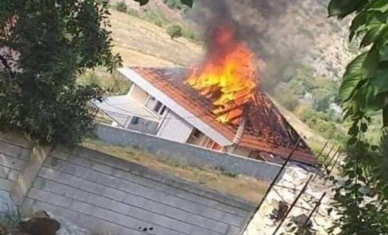 Слика од Откако куќата им изгоре во пожар, деветчлено семејство бара помош