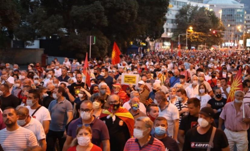 Слика од ВМРО-ДПМНЕ во среда на нов протест, овој пат за неправдите, реваншизмот и насилствата на мафијата предводена од Заев