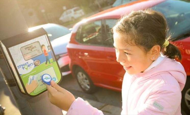 """Слика од Австрија ќе ги """"вади"""" децата на улични прошетки преку наградни игри"""