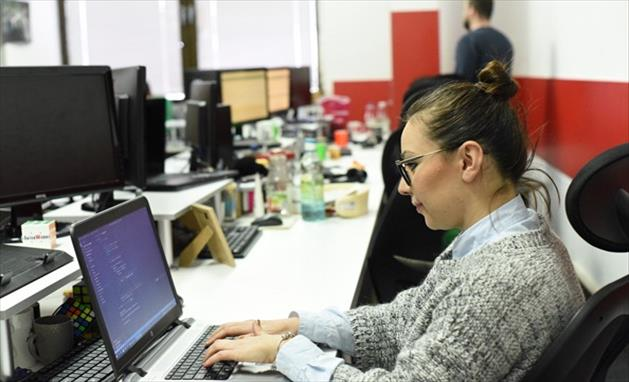 Слика од 90% од работниците сакаат да имаа избор дали да работат од дома или од канцеларија