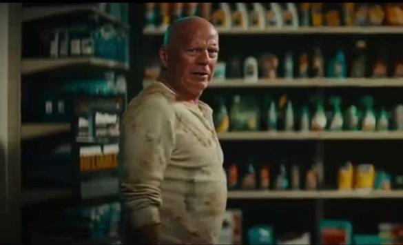 Слика од Брус Вилис повторно во улогата на Џон Меклејн, но во реклама