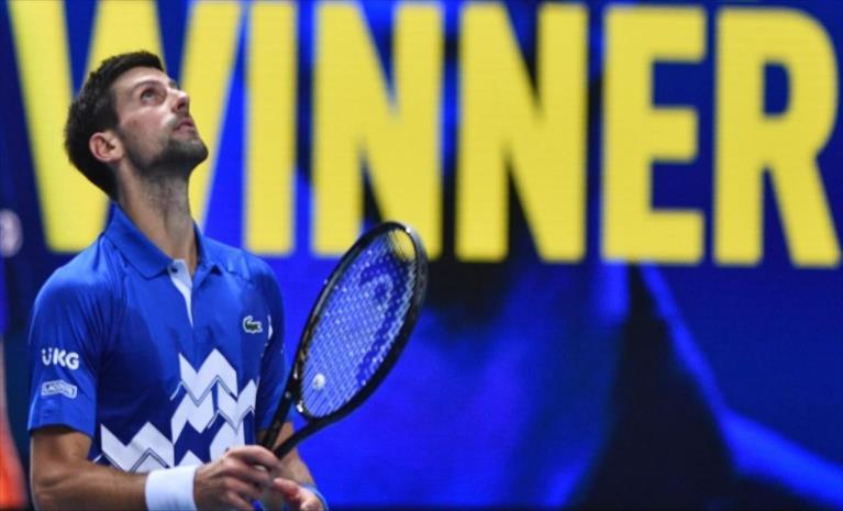 Слика од Ѓоковиќ по победа над Зверев до полуфинале на мастерсот во Лондон