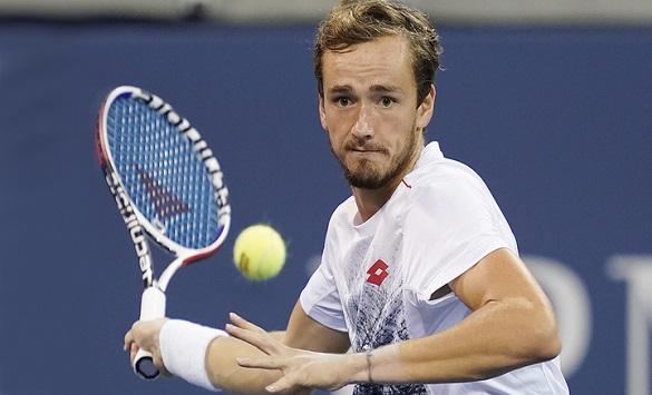 Слика од Mедведев за прв пат го победи Надал и се пласираше во финалето на АТП-завршниот турнир
