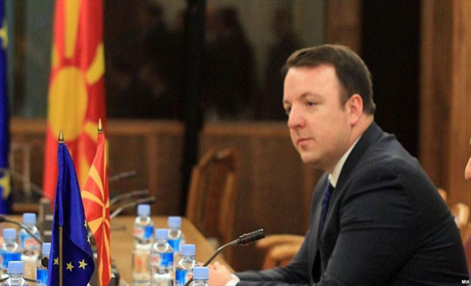Слика од Николоски: Да прифатите комисија за историја да решава за иднината на државата е политички аматеризам