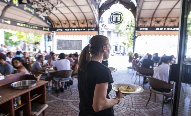 Слика од Десетина дена плус ќе добијат угостителите и туристичките работници за апликации за мерки од четвртиот пакет