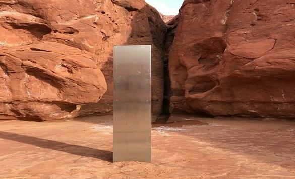 Слика од Мистериозен монолит откриен во карпест предел во Јута