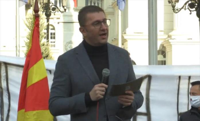 Слика од Мицкоски: Имам информација дека викендов Заев ја распродава Македонија