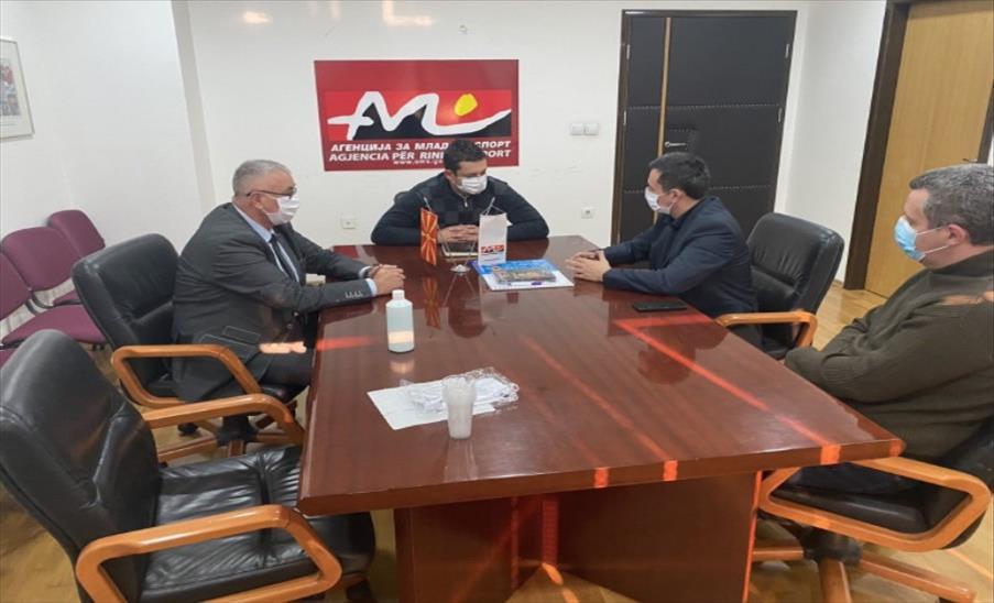 Слика од Претставници на Карате федерацијата на Македонија на средба со Мојсовски