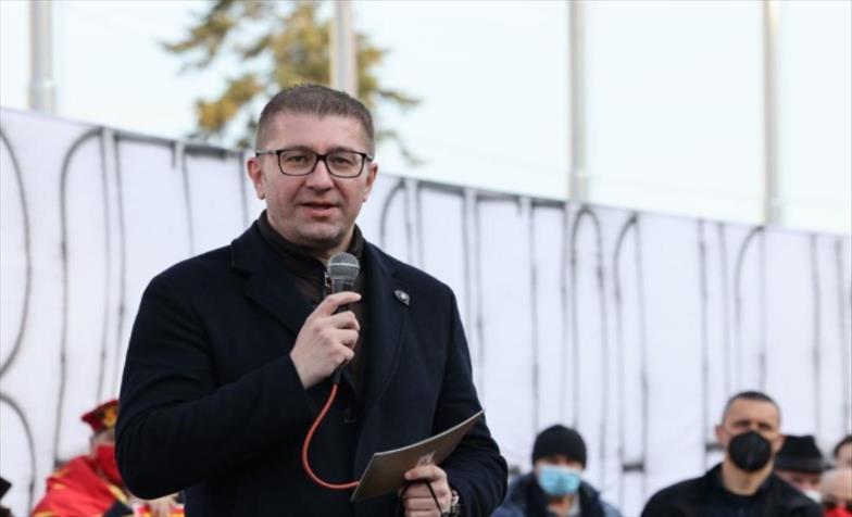 Слика од Мицкоски до Заев: Дај бе човеку не си играј со нашата интелегенција, немој ни да помислиш да потпишеш нешто на штета на Македонија