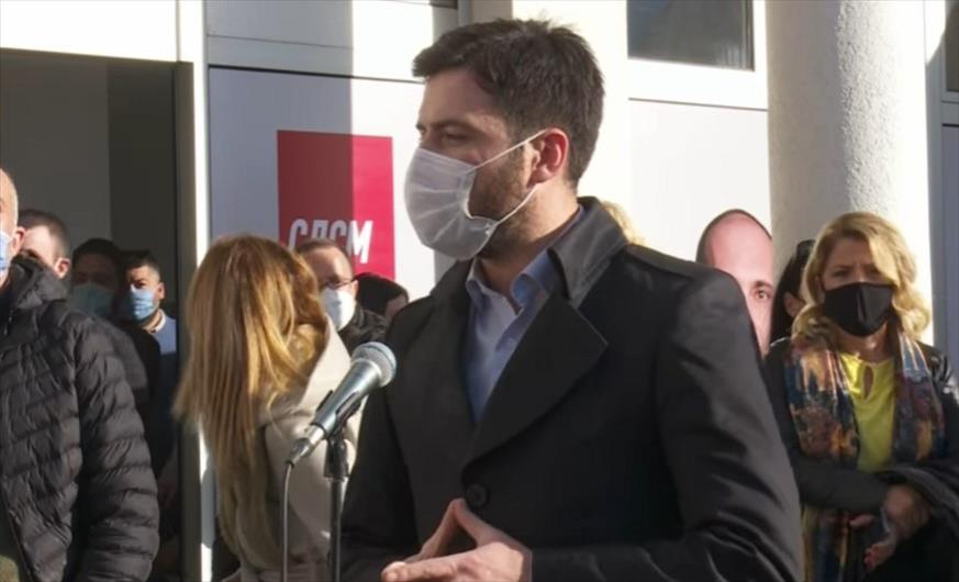 """Слика од Пратеникот Иван Јорданов му """"упадна"""" на прес-конференција на Зоран Заев, не доби одговори на сите прашања (Видео)"""