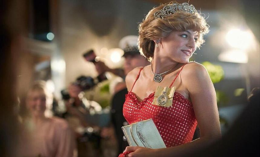 """Слика од Нетфликс одби да ја обележи серијата """"Круна"""" како фикција"""