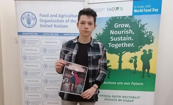 Слика од Одржан глобалниот натпревар на ФАО за постер по повод Светскиот ден на храната, Милановски од Куманово победник
