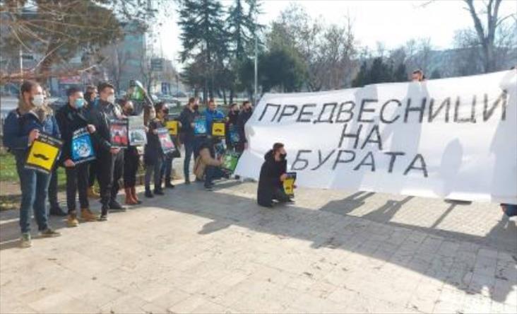 Слика од Герила акција на студенти пред МОН: Уште кој треба да се изјасни против за Царовска да се повлече од идејата за новиот концепт?