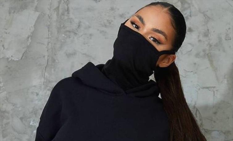 Слика од Блузони со маска е новата корона-мода