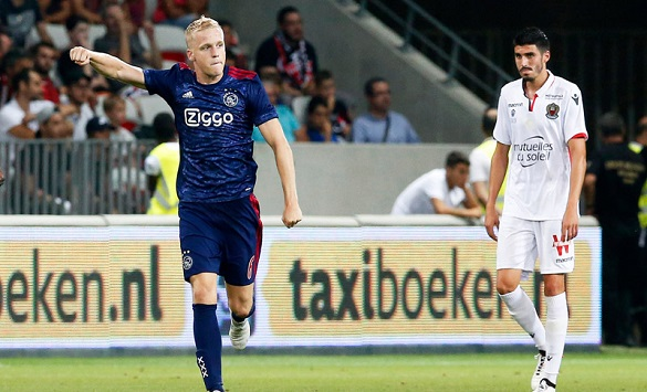 Слика од Ван де Бек нема намера да го напушти Манчестер јунајтед