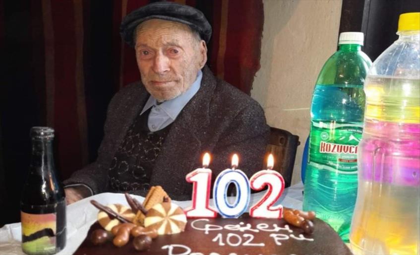 Слика од Дедо Цане од Кочани го прослави 102-от роденден