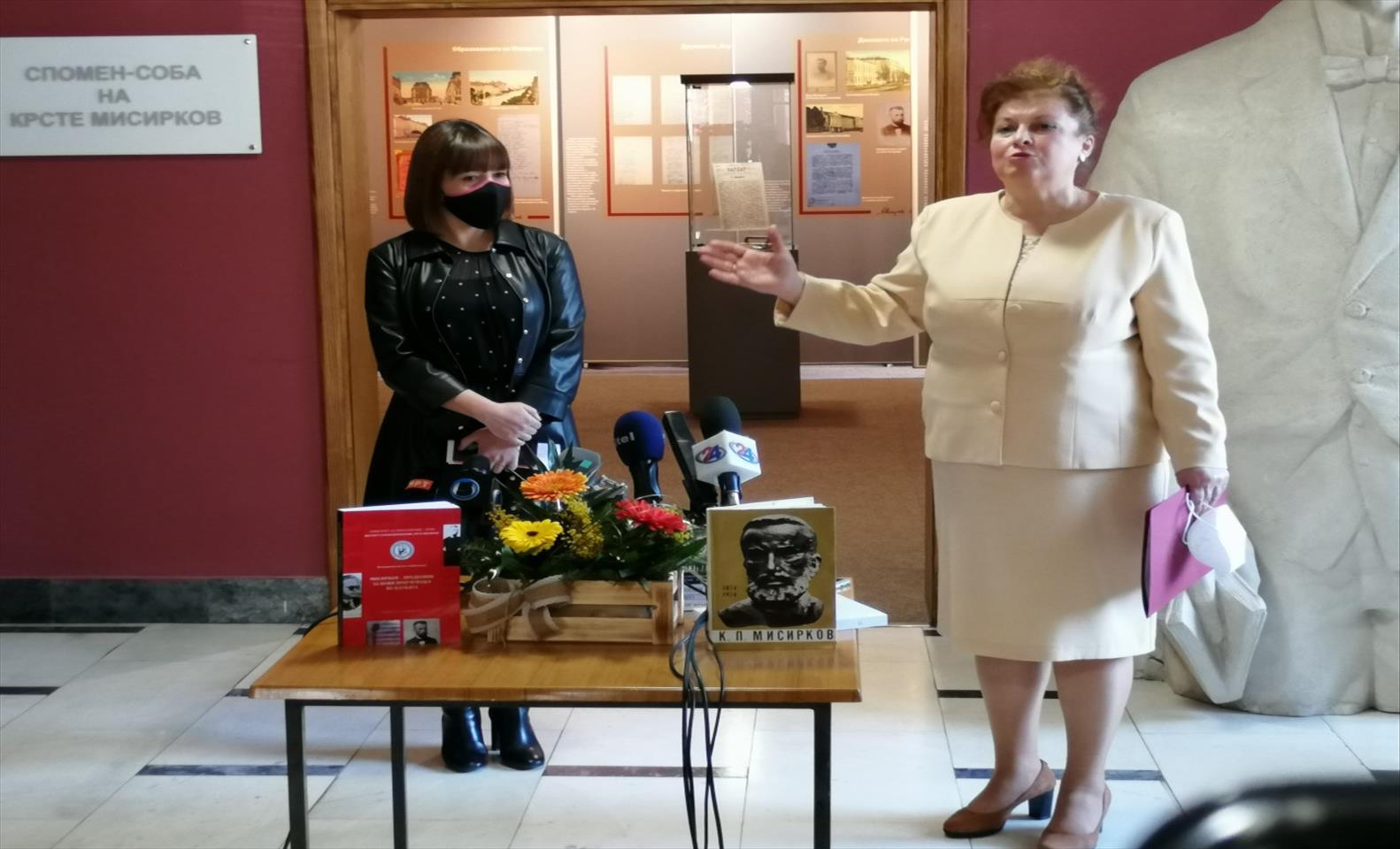 Слика од Со нови фотографии и документи подновената спомен-собата на Крсте Мисирков