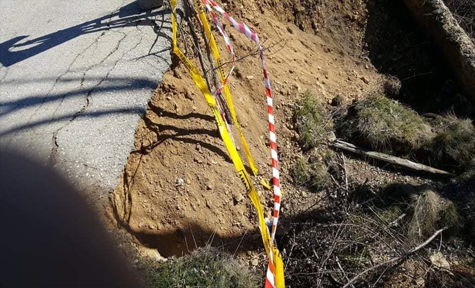 Слика од Се распаѓа мостот на патниот правец кој ги поврзува селата Умлена и Чифлик во Пехчево
