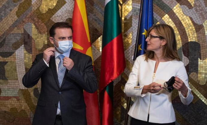 Слика од Османи и го честиташе на Захариева денот кога Македонија потпаднала под Санстефанска Бугарија