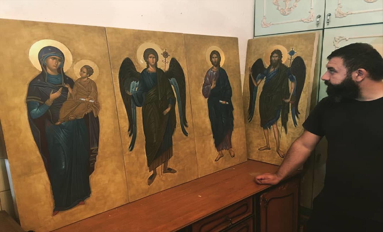 Слика од Петре Зограф, иконописец од Струга со четка и боја го оживува ликот на светецот