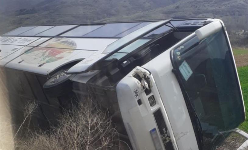 Слика од Автобус на тутунска компанија се превртел кај Демир Хисар, нема повредени патници