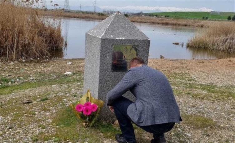 Слика од На 9 годишнината од кај Масакрот кај Смилковски езеро, Мицкоски им оддаде почит на убиените момчиња и рибарот