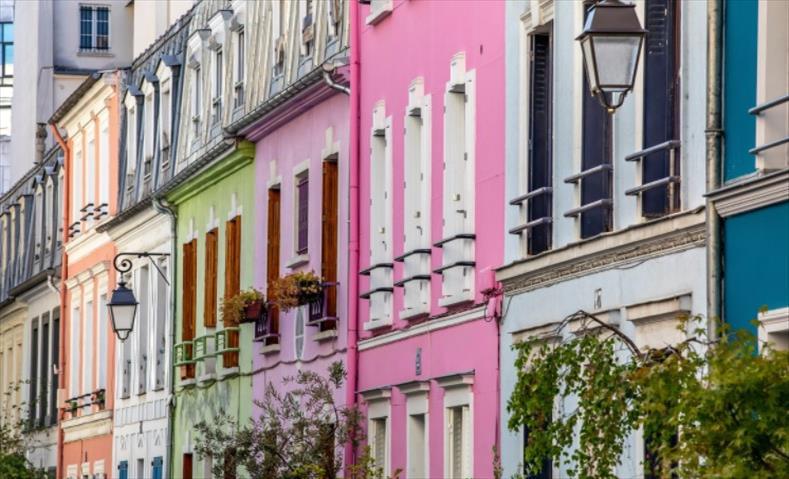 """Слика од Волшебната улица со калдрма – """"Руе Кремио"""" (Rue Crémieux)"""