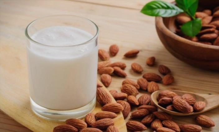 Слика од Бадемовото млеко можеби и не е толку здраво колку што многумина сметаат