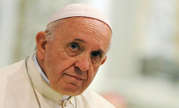 Слика од Папата Франциск формираше служба на свештеници лаици