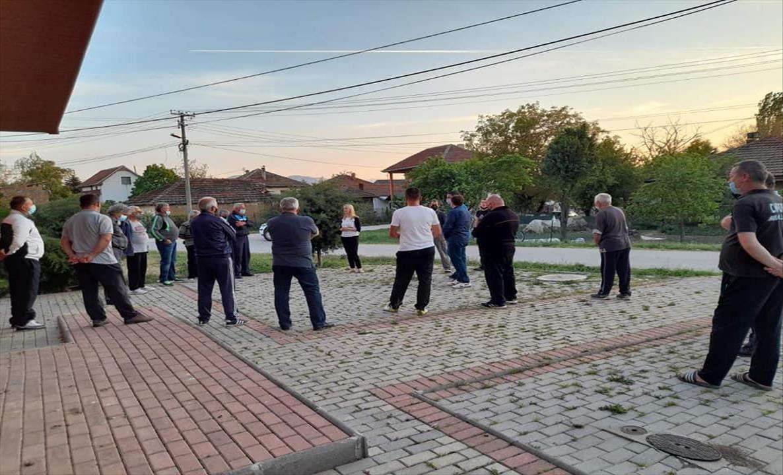 Слика од ВМРО-ДПМНЕ: Пратениците на ВМРО-ДПМНЕ секојдневно помеѓу граѓаните, народот посакува брза смена на власта