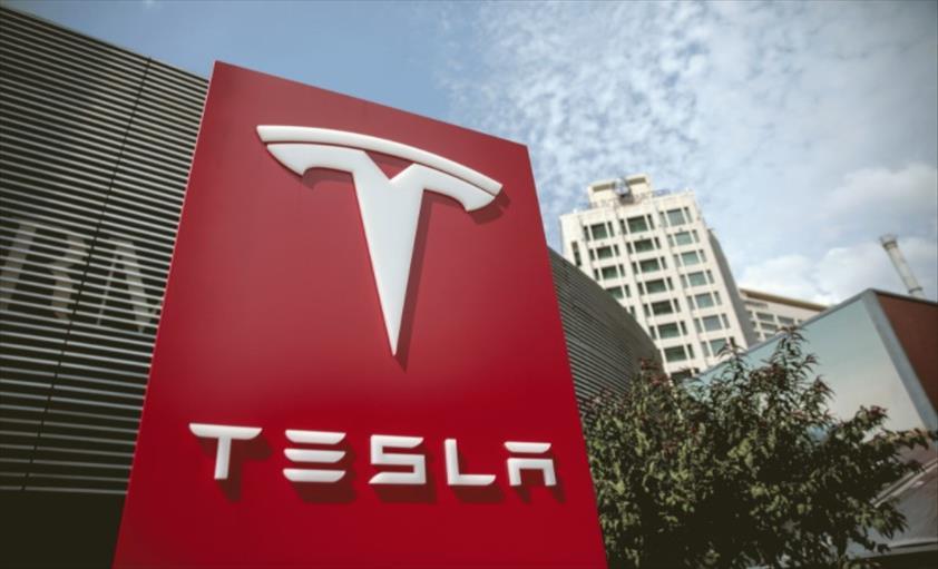 """Слика од """"Тесла"""" почнува масовно производство на најбрзиот автомобил во светот"""