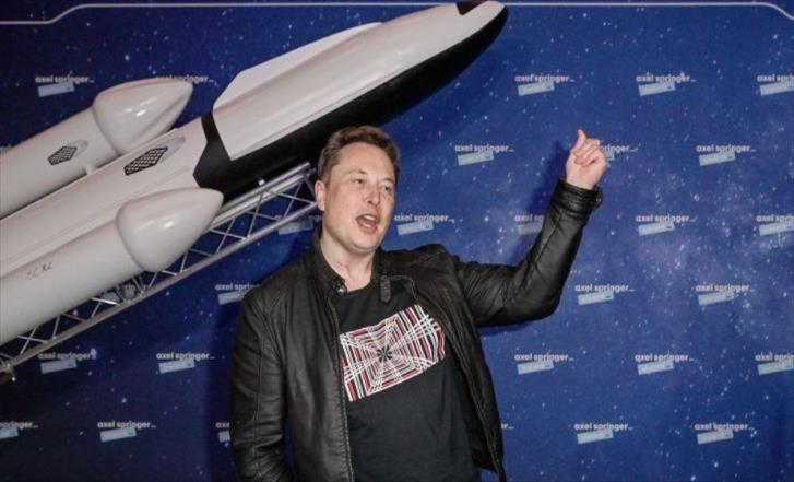 Слика од Анонимуси му објавија војна на Маск: Ти си крадец и нарцис