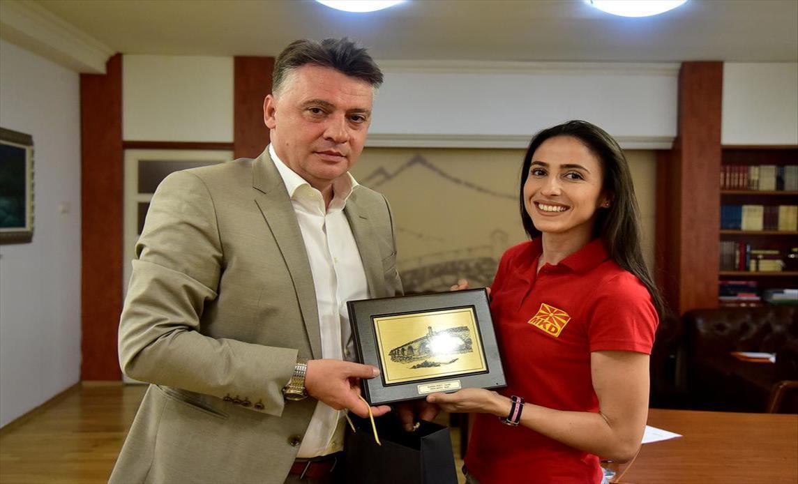 Слика од Шилегов: 100.000 денари награда од Град Скопје за атлетската рекордерка Дрита Исљами