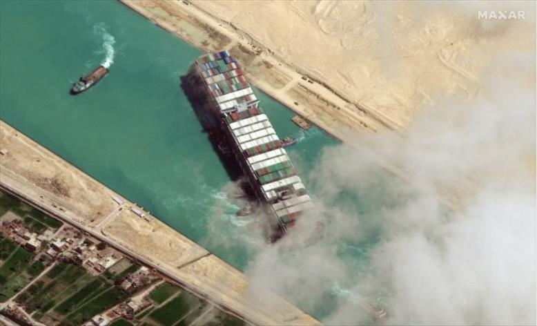 """Слика од Постигнат отштетен договор за блокадата на бродот """"Евер Гивен"""" на Суецкиот канал"""