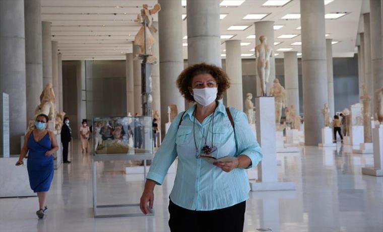 Слика од Во Грција се укинува мерката за задолжително носење маска на отворено
